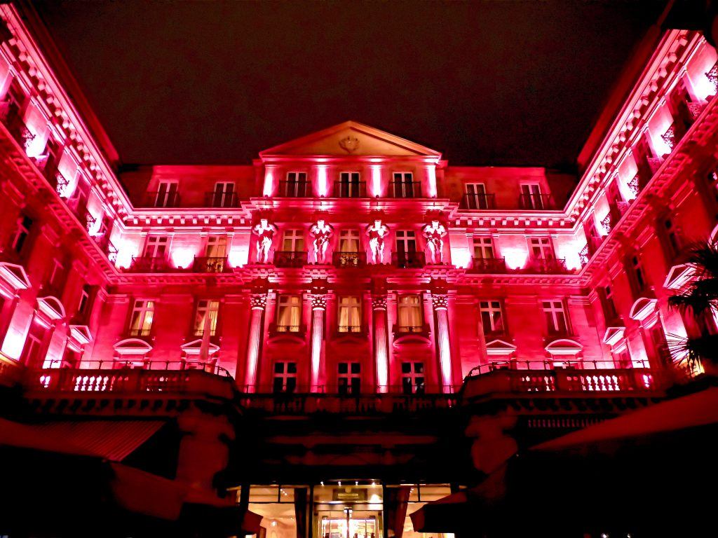 Steigenberger Frankfurter Hof als pinkfarbenes Mahnmal