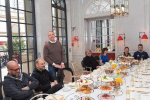 Foto: Direktor Moritz Klein eröffnet das Motorradfrühstück im Steigenberger Frankfurter Hof.