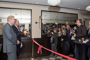 Pressefototermin mit Hoteldirektor Moritz Klein und Wirtschaftsdezernent Markus Frank