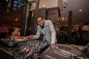 DJ Dennis Smith legte auf