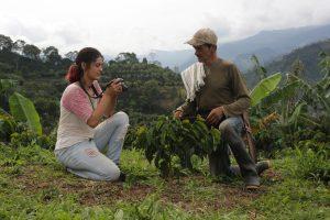Humbertos Tochter Andrea kann dank der verbesserten finanziellen Lage des Kaffeebauers Biologie an der Universität studieren.
