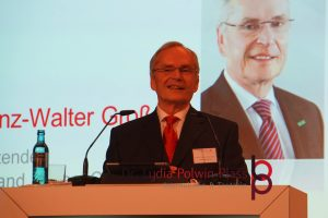 Prof. Dr. Heinz-Walter Große, der Vorstandsvorsitzende der HessenChemie