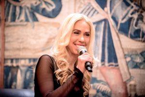 Charmant: Moderatorin Jane Uhlig