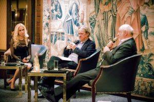 Moderatorin Jane Uhlig mit Rainer Gefeller und Werner D'Inka (von links)
