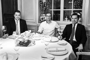 Sommelier Sebastian Höpfner, Sternekoch Patrick Bittner und Restaurantchef Nils Blümke im Restaurants Français des Hotels Steigenberger Frankfurter Hof (von links)