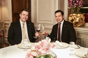 Sommelier Sebastian Höpfner und Restaurantchef Nils Bluemke
