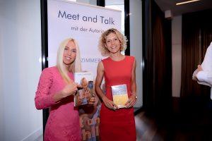 Annika Zimmermann, TV-Sportmoderatorin mit Jane Uhlig nach der Diskussion