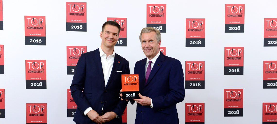 Bundespräsident a.D. Christian Wulff gratulierte Promerit-Vorstand Armin von Rohrscheidt zum Top Consultant Award 2018