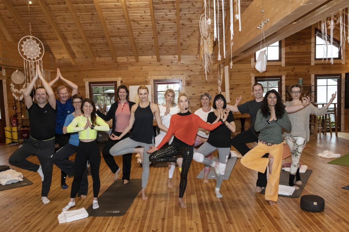 Corona, du kannst nicht schwimmen! Yoga-Retreat mit Promi-Coach Jane Uhlig I Experience Report von Jutta Failing